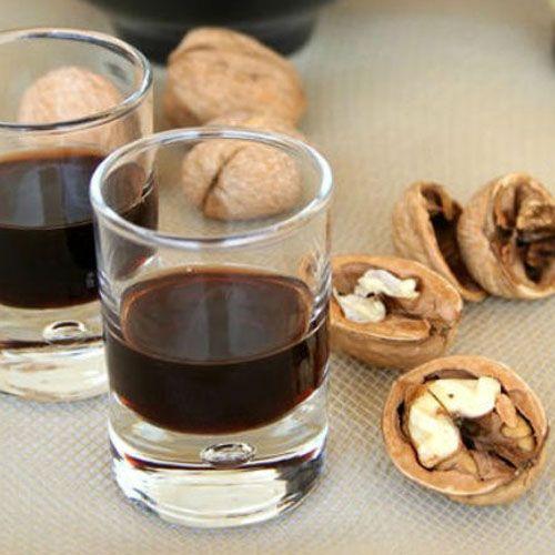 Nocino Modense -  un profumato e delicato digestivo da gustare in compagnia!
