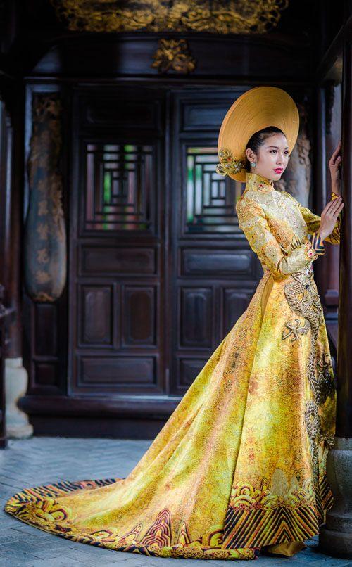 "vietnam ,ethnic groups in Vietnam , capital saigon ( ho chi mih city ) , south vietnam , "" ao dai royal cachtan  """