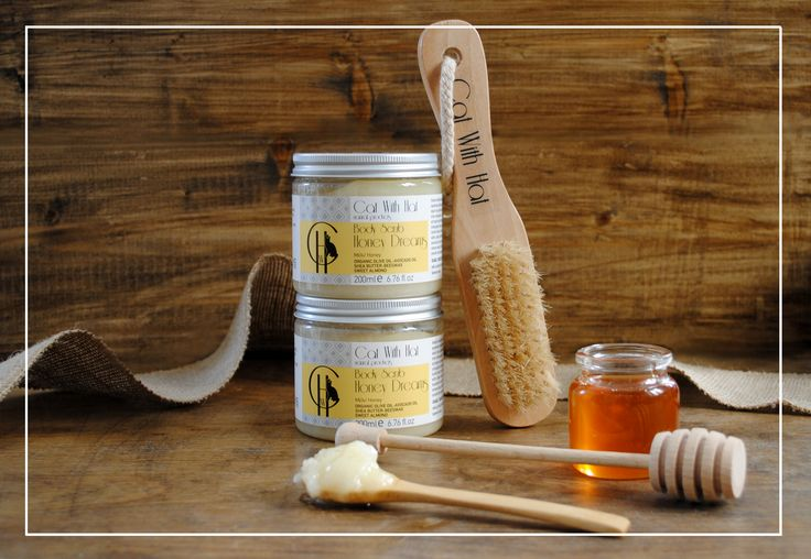 ▲Honey Dreams▲  Scrub Σώματος: Μέλι -200ml (Με Λάδι Ελιάς Οργανικής Καλλιέργειας-Άλατα Νεκράς Θάλασσας-Έλαιο Αμυγδάλου-Αλόη Βέρα-Βούτυρο Καριτέ-Μελισσοκέρι) Απαλό απολεπιστικό σώματος πλούσιο σε φυσικά έλαια και βούτυρα, όπως λάδι ελιάς οργανικής καλλιέργειας πλούσιο σε αντιοξειδωτικά συστατικά, έλαιο αβοκάντο, βούτυρο καριτέ και μελισσοκέρι που ενυδατώνουν και χαρίζουν ελαστικότητα και μεταξένια υφή στην επιδερμίδα. Οι κόκκοι από αλάτι νεκράς θάλασσας απομακρύνουν τα νεκρά κύτταρα.