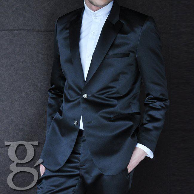 Combinar tus trajes con prendas no tan formales también es una forma de lucir elegante #SlimFit #Man #Fashion #Style #SobreMedidas