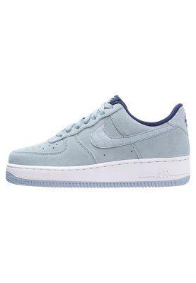 Sneaker-Fans sollten sich dieses Modell nicht entgehen lassen. Nike Sportswear AIR FORCE 1 '07 SEASONAL - Sneaker low - blue grey für 104,95 € (15.03.16) versandkostenfrei bei Zalando bestellen.