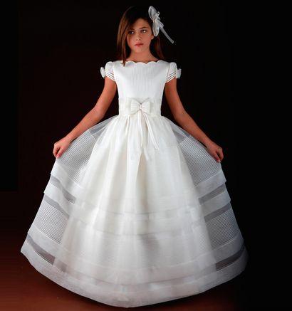 Vestido de Comunión para niñas de Marla. http://www.guiadelnino.com/en-familia/especial-primera-comunion/vestidos-de-primera-comunion-2015