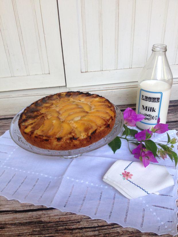 Queque de duraznos y almendras / Almond and peach cake