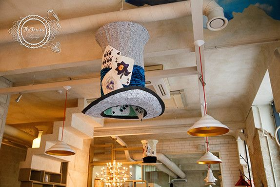 украшение кафе витрина декор цветы дизайн алиса в стране чудес флористика кафе веранда www.flofra.ru « Блог Флориста, Кемерово, цветы, букеты, композиции, коллажи, уроки