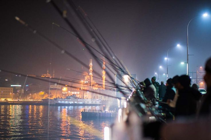 Fishermen, Istanbul by Ángel Robles.  Travel photography.