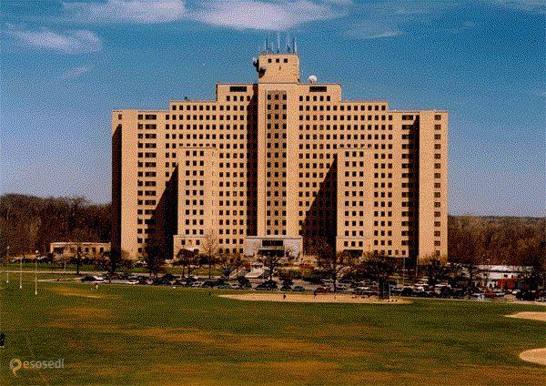 Заброшенная психиатрическая больница Creedmoor – #Соединённые_Штаты_Америки #New_York #Нью_Йорк (#US_NY) Заброшенная психиатрическая клиника в Нью-Йорке. http://ru.esosedi.org/US/NY/1000194239/zabroshennaya_psihiatricheskaya_bolnitsa_creedmoor/