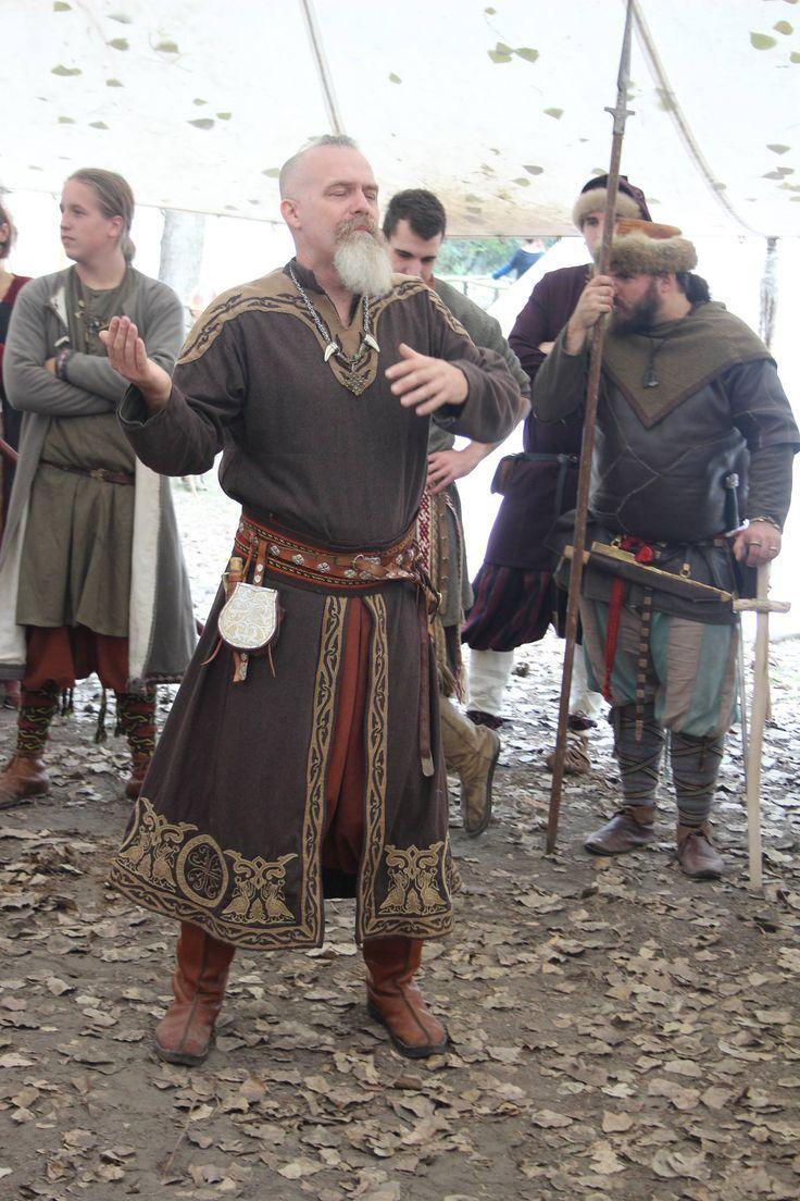 Festtagskleidung eines Dorfältesten