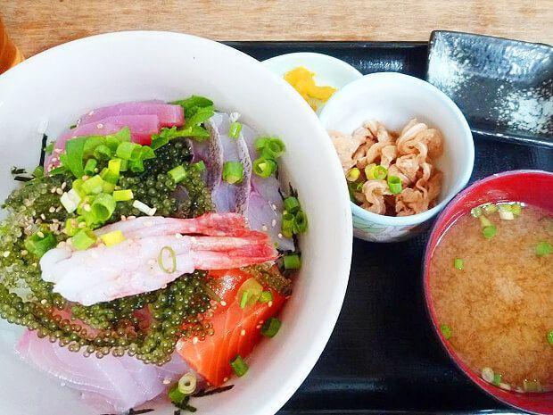 牧志公設市場で食べた海鮮丼セット
