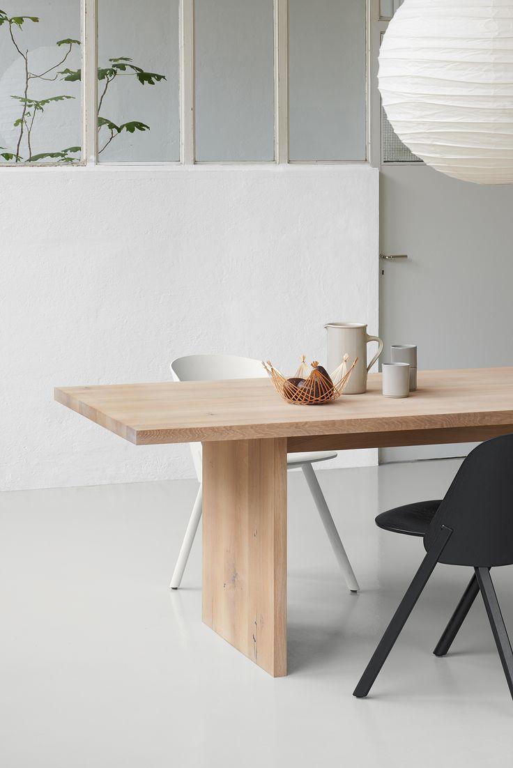 Table ASHIDA in white pigmented oak. Inspired by Japanese carpentry. / www.e15.com #e15 #diningroom #interiordesign #solidwood