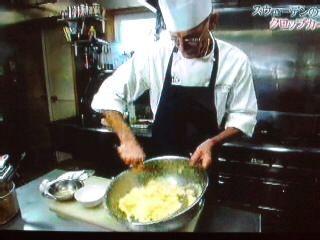 こんにちは今日は「世界の一皿」という番組で紹介されていたスウェーデンの伝統的な家庭料理「クロップカーコル」をご紹介したいと思います。「土の洋ナシ」と呼ばれる食…