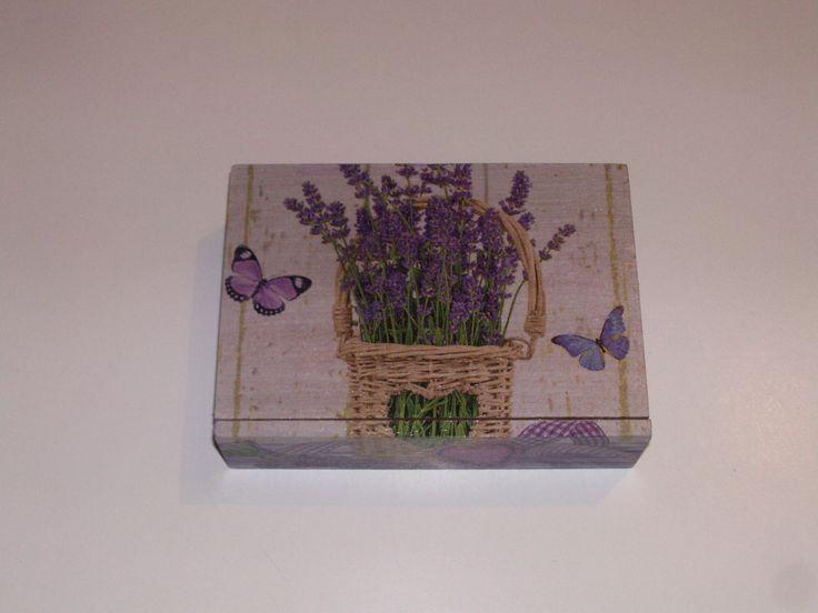 Les 25 meilleures id es concernant bo tes en bois peintes for Decorer une boite a mouchoirs en bois
