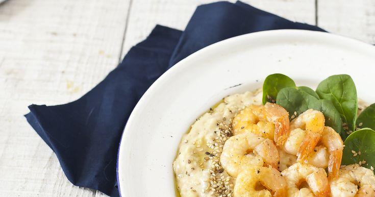 Hummus fasolowy z krewetkami tygrysimi #hummus #fasola #biała #cannellini #krewetki #tygrysie #szpinak #przyjęcie #warzywneinspiracje #bonduelle