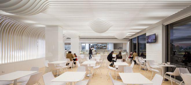 Необычный дизайн потолка в испанской булочной-пекарне