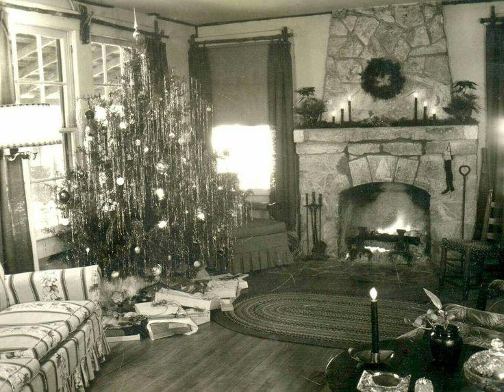 beautiful 1940s living room with Christmas tree
