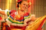 Todo el mundo puede aprender a bailar, no importa su forma de cuerpo ni su edad. Atrévete a tomar clases de baile. He aquí una guía para encontrar la clase de baile ideal para ti. (Photo © Chamomile) http://baile.about.com/od/Aprende-a-bailar/a/Como-Encontrar-Una-Clase-De-Baile.htm