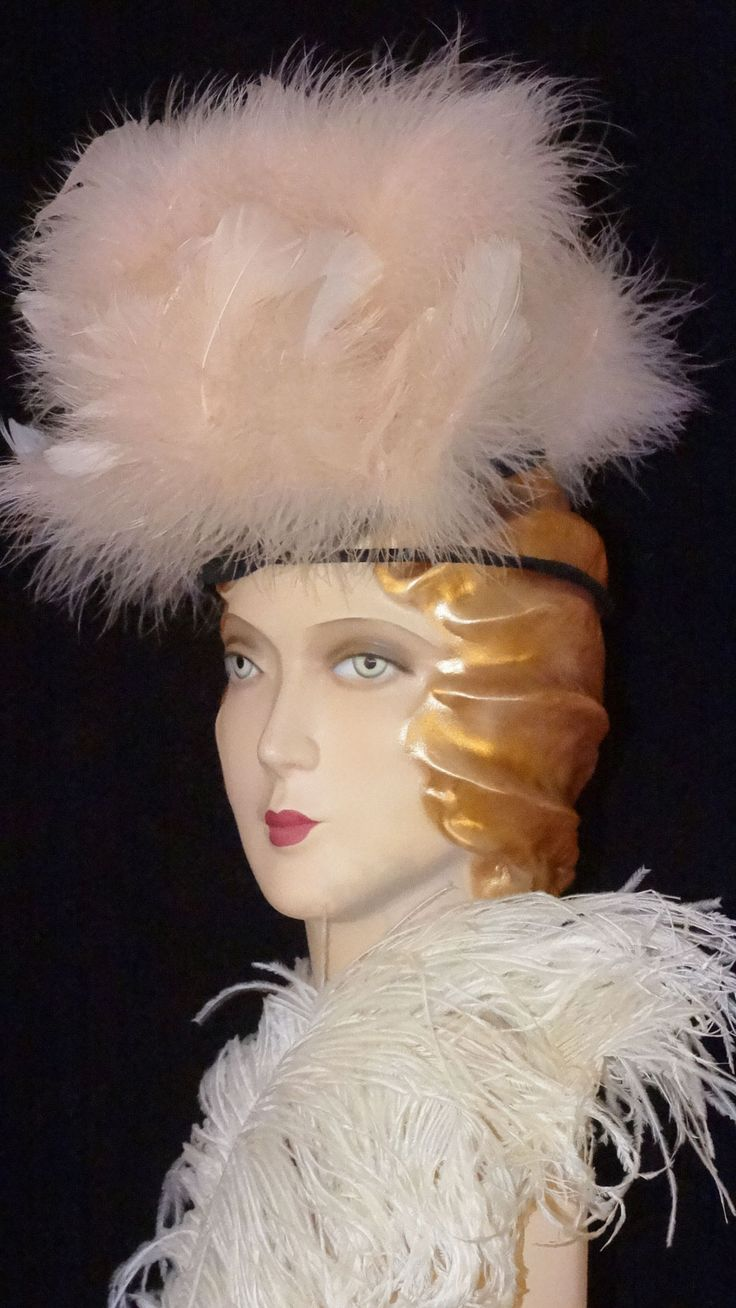 1920s, 1930s or 1940s burlesque feather fascinator with velvet band.
