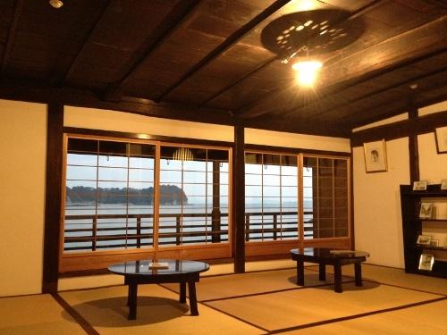 船宿カフェ若長/呉市豊町御手洗(大崎下島) 江戸時代の船宿を利用したカフェ 二階から瀬戸内海が眺められます。