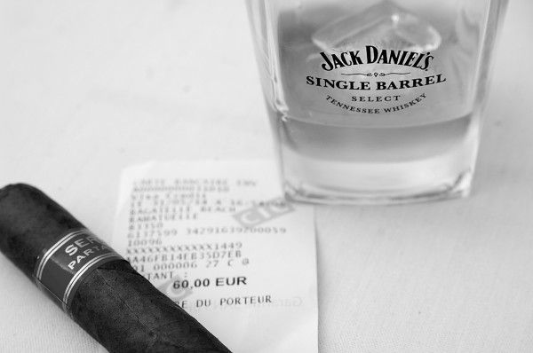 @JackDaniels_US #cigar & #JackDaniels #Bagatelle #Beach in #StTrop, the #JackDaniels is served in particular Jack Daniels Glasses and the Cigar cost 60 #Euro