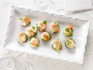 Hors-d'oeuvre - Bouchées de concombre à la crème fraîche épicée à l'ail et crevettes