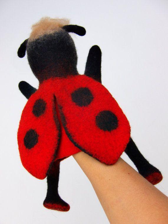 het lieveheersbeestje hand puppet NAT vilten MADE TO door bibabo