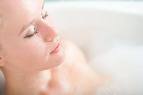 Ця інформація може здатися вам цікавою, тому що немає нічого більш приємного та чистого, ніж приймати душ вранці або ванну з ефірними оліями ввечері.
