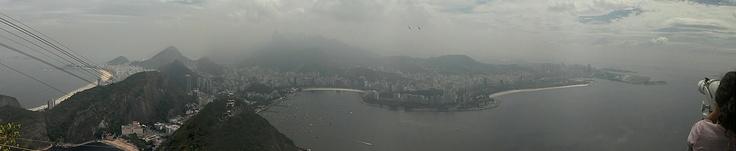 Panorâmica do Rio de Janeiro a partir do Pão de Açúcar em um dia nublado de março de 2012