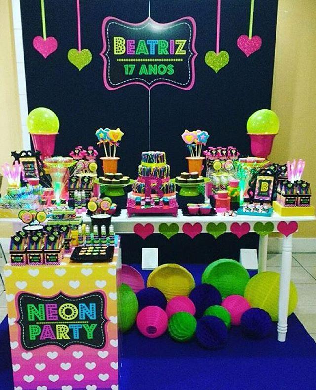 Festa Neon linda e divertida para quem já não é muito criança, adorei! Por @lyartsatelie  #kikidsparty