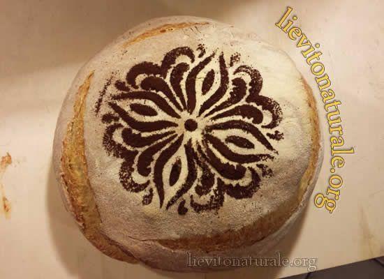 Pane decorato con stencil e Lievito Naturale o Pasta Madre