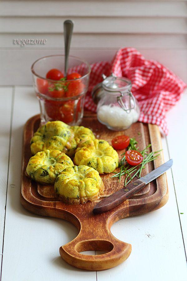 Omlety zapiekane z cukinią, fetą i kaparami