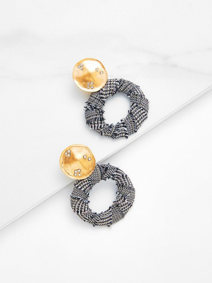 No Stone. Gold colored metal. Dangle Perfect choice for Casual wear. Designed in Grey.
