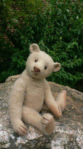 Lovely vintage style bear....  Photo via web