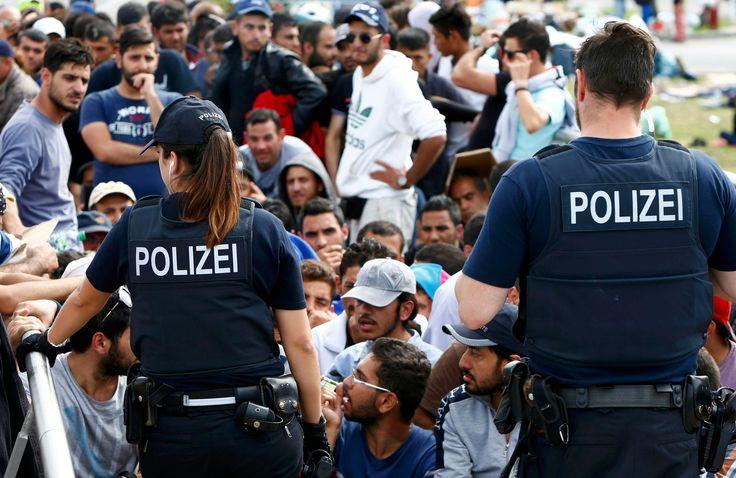 Euroopan ulko- ja sisärajoilla tapahtuu parhaillaan asioita, jotka ravistelevat EU:n perusarvoja. Lapsia ammutaan vesitykeillä ja kyynelkaasulla Unkarissa, piikkilanka-aidat estävät ihmisiä tulemasta unionin alueelle ja rajatarkastukset ovat palanneet jäsenmaiden sisärajoille.