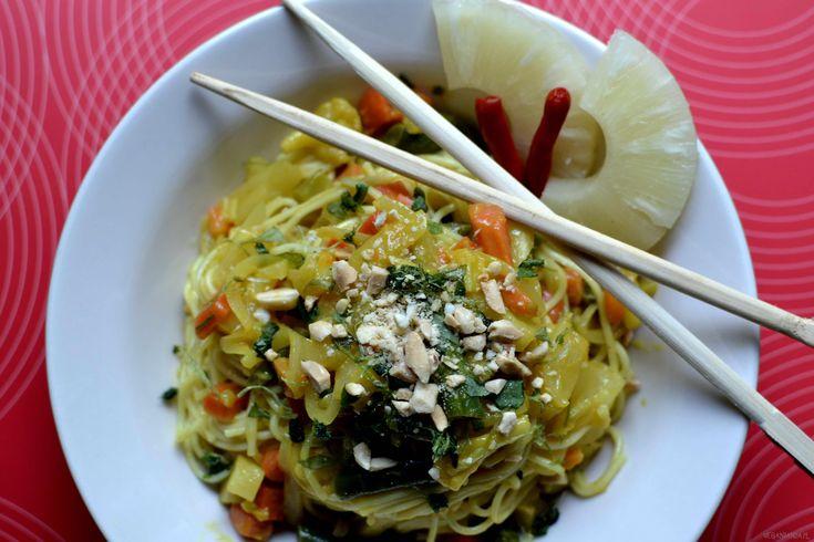 Szybki kryzysowy Pad Thai zmrożonką i ananasem z puszki. Zamiast jajka w…