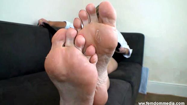 Worship my feet or i will kick you out - 3 part 8