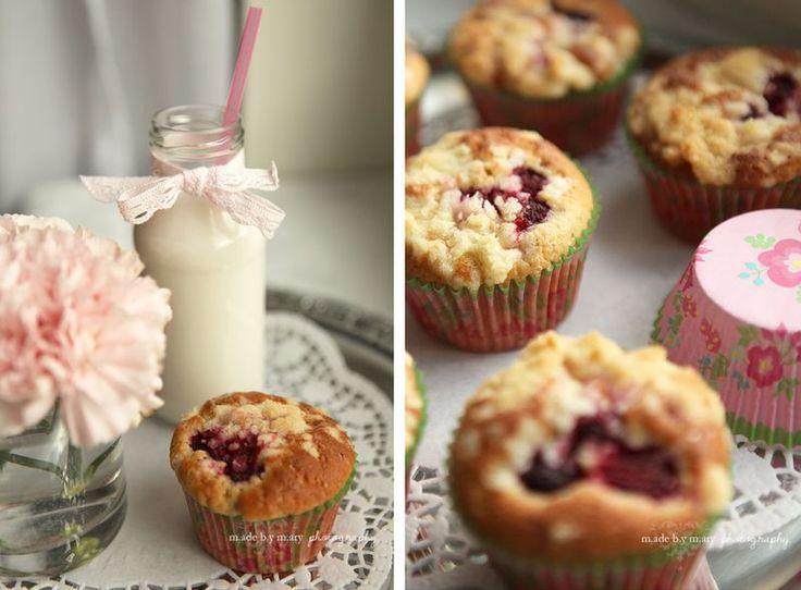 Muffins Rice Kardemumma Muffins med Hallon, Vaniljkräm och Smulpajstopping