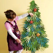 Manualidades infantiles: Árbol de navidad con manos de papel