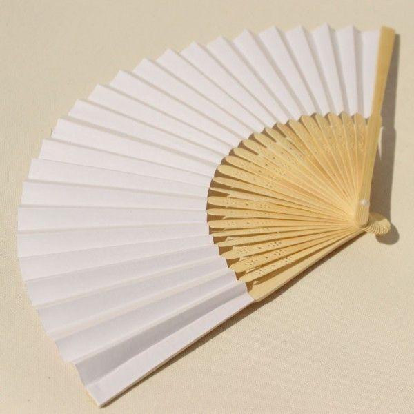Eventail en papier blanc
