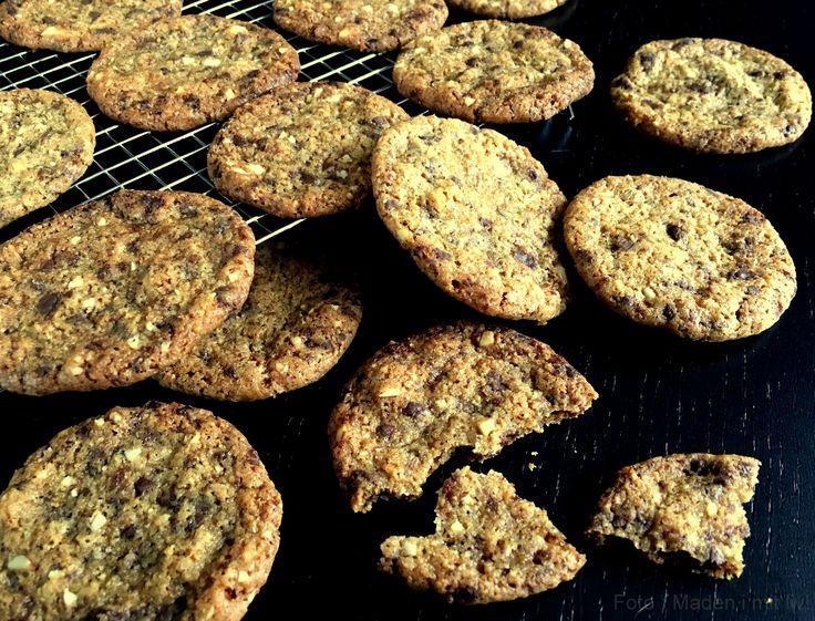 Min bedste opskrift på skønne småkager med chokolade og mandler. Super lækre og vildt nemme at lave, da dejen blot skal skæres i skiver.