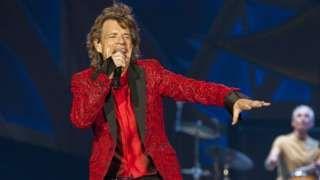 Image copyright                  AP                                                                          Image caption                                      Mick Jagger se convirtió en bisabuelo el año pasado.                                A los 73 años de edad, Mick Jagger se convirtió en padre en padre por octava ocasión. Un portavoz del vocalista de