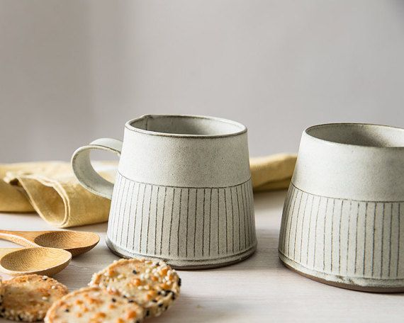 Taza de té de cerámica, taza de té moderna, taza de cerámica blanca, taza de café blanca en líneas rectas, patrón, textura taza de café, cocina blanca homedecor                                                                                                                                                                                 Más