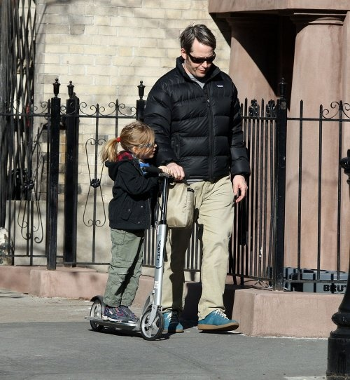 Matthew Broderick and his son on a Xootr Scooter. Source: Droolicious. Hulajnoga Xootr - http://www.aktywnysmyk.pl/167-hulajnogi-xootr