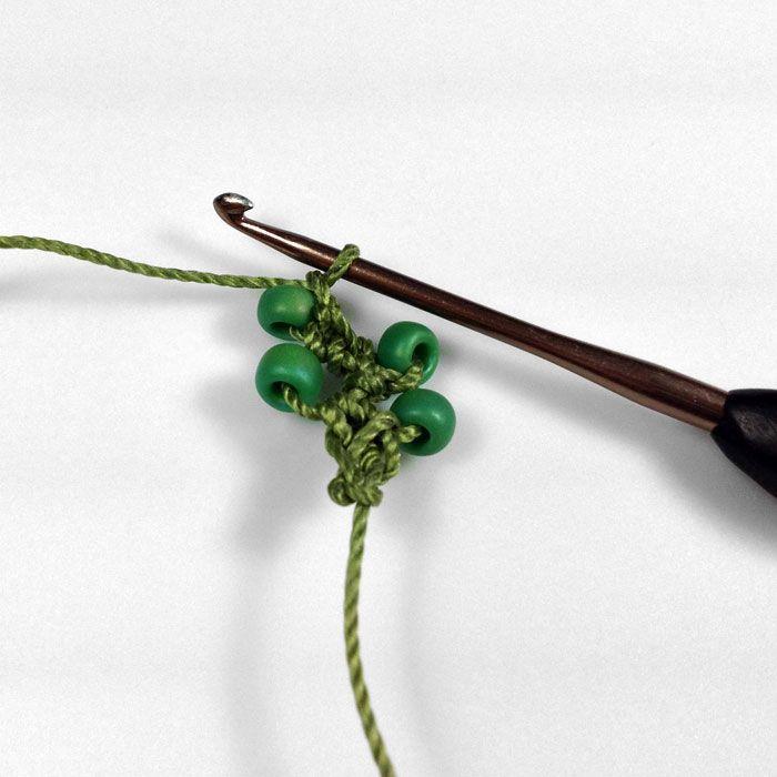 Turkish Flat Bead Crochet Bracelet Tutorial •✿• Teresa Restegui http://www.pinterest.com/teretegui/ •✿•