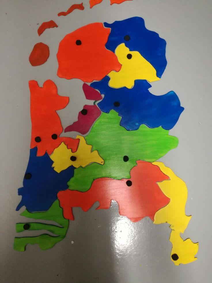 Topografie van Nederland leren met een zelfgemaakte puzzel van Nederland (+ hoofdsteden)