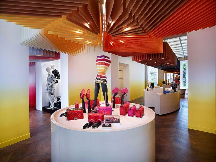 Chanel abre su efímera boutique en Saint-Tropez, descubre más en: www.vogue.mx/articulos/chanel-st-tropez/3540#