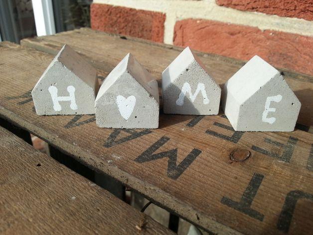 """Deko-Objekte - 4 kleine Häuschen aus Beton mit Schrift """"H... - ein Designerstück von Feinbeton bei DaWanda"""