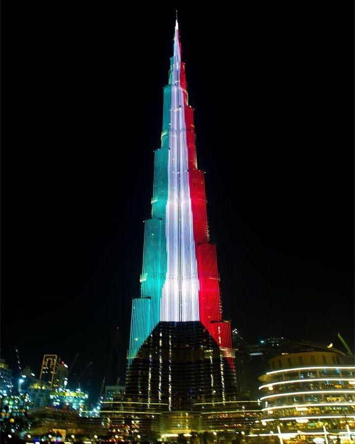 برج خليفة يضيء إحتفالا بذكرى اليوم الوطني الكويتي برج خليفة Burjkhalifa Lights Up In The Kuwaiti Flag In Cele Burj Khalifa Places To Visit House Design