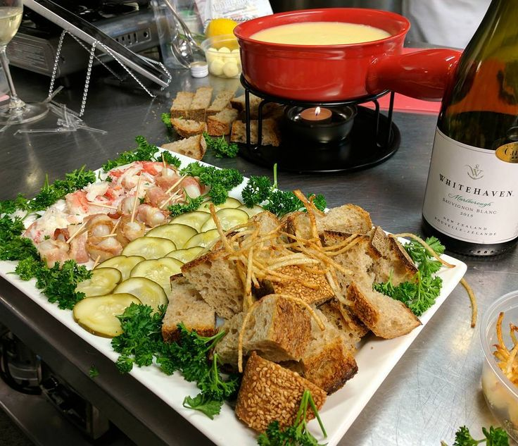 Beautiful fondue plate that my team made at the @whitehavennz cooking workshop with Chef @mattdeanpettit and @ocean_wise! Team SB! Sauvignon blanc fondue with snow crab bay scallops with bacon sourdough and pickles. The secret to making this dish is drinking lots of wine while you cook...and teamwork. LoL #whitehavenwines #oceanwise #fondue #cheese #sourdough #bacon #scallops #sustainableseafood #mattdeanpettit