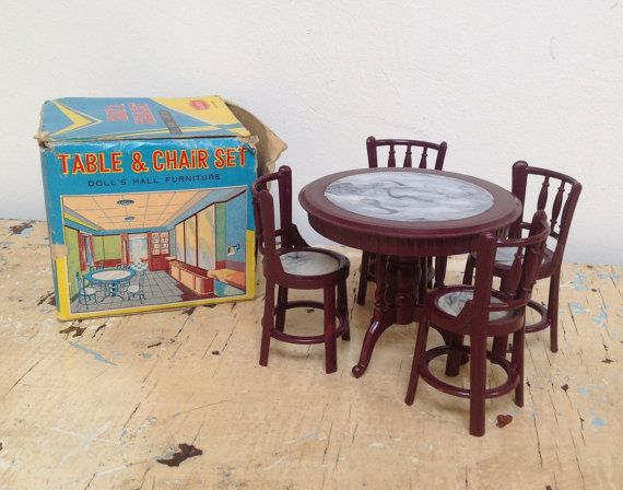 Vintage plastic dollhouse table and chair set made by karmolijntje
