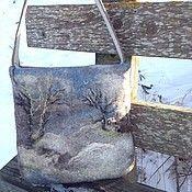 Купить или заказать валяная  сумка -Птицы,  сумка ручной работы, в интернет-магазине на Ярмарке Мастеров. Аккуратная повседневная сумка с птицами! Крепкая и добротная! Внимание, при заказе сумки до 7 января валяный кошелек с кнопочкой в подарок! Здесь тёплое поле наполнено рожью, Здесь плещутся зори в ладонях лугов. Сюда златокрылые ангелы Божьи По лучикам света сошли с облаков. И землю водою святой оросили, И синий простор осенили крестом. И нет у нас Родины, кроме России – Здесь мама…