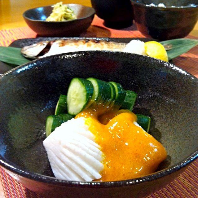 黄身酢のレシピを載せました✋ 普通は先付けだけど、私的にはこれが今日のメイン(好きだから) 辛子に見えるけど黄身酢ですから…… - 131件のもぐもぐ - 気を取り直して夕食は正しい日本の母made的な…イカときゅうりの黄身酢和えと鯵の塩焼き and so on. by dararin